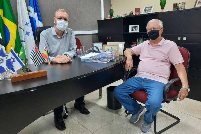 Presidente da Câmara recebe visita do ex-prefeito Pedrinho Kuhl