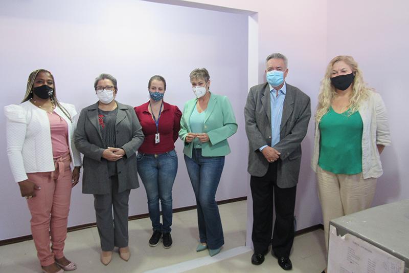 Representantes das mulheres na política, serviços e conselhos visitam a Sala Lilás
